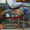 """מקומם: משרד החינוך שולח ילדה בכיסא גלגלים לביה""""ס, באוטובוס שאינו מונגש"""