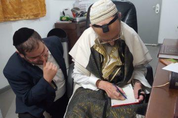 ראיון חג נדיר עם המקובל הרב דב קוק שחיבר 150 ספרים, ואשתו הרבנית