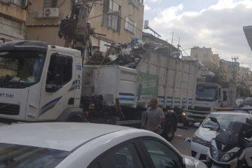 צפו: 6 משאיות נדרשו לפנות את הזבל שאגר שכן אחד במשך שנה אחת