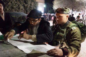 צפו: 1500 מתפללים עם הרב ברלנד על קברו של יהושע בן נון בכפר כפל-חארת'