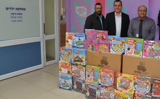 תרומת משחקי ישראטויס לבית חולים ברזילי