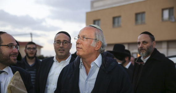 המיליארדר הברזילאי שתורם מיליונים למען עם ישראל ובורח מפרסום