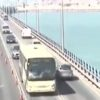 צפו בוידאו: נהג המשאית דהר מהגשר אל הים – כדי למנוע תאונה