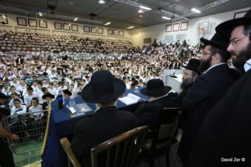 גלריית ענק ווידאו מרהיב: אלפי ילדים התכנסו לזכר הרבנית