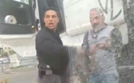 השוטר משה כהן, לצד הנהג מאזן שוויקי