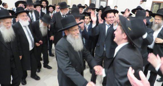 צפו: שמחת נישואי נכדת ראש ישיבת גרודנא רבי יצחק הקר