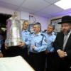 רגע יהודי: ספר תורה בתחנת המשטרה