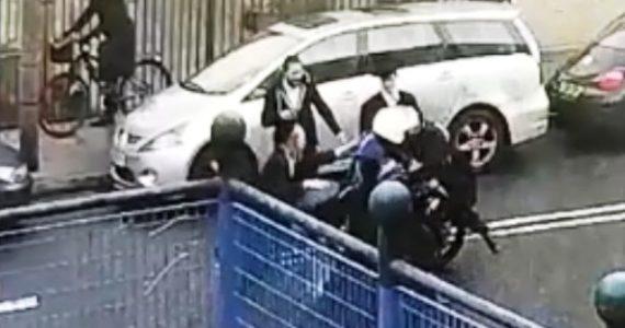 המצלמה תיעדה: הפקח ניסה לדרוס חרדי על אופנוע – ונעצר