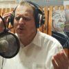 העיתונאי הלונדוני הפך זמר, האזינו לשיר הבכורה