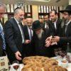 """""""מֶלֶךְ שָׁלֵם הוֹצִיא לֶחֶם וָיָיִן"""": זקן הרבנים הוציא לחם ויין ובירך את דרעי"""