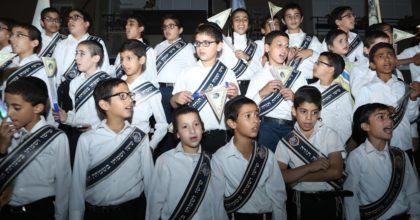 התרגשות ברחובות: ספר תורה ראשון הוכנס ל'בני הישיבות'