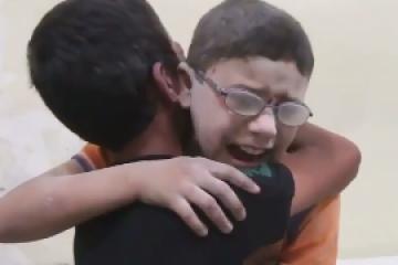 מכמיר לב: ילדים סורים בוכים על מות אחיהם