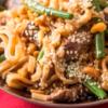 מתכון מיוחד לאוכלי קטניות: רצועות בקר מוקפצות עם אטריות אורז