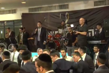 יוסף חיים שוואקי ותזמורתו של אהרלה נחשוני במחרוזת חתונה