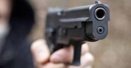 צפו: השוטר שלף את נשקו ואחד השכנים השתלט עליו