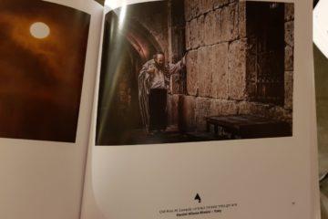 """בושה: בחוברת של עיריית י-ם הגר""""י עדס הוצג כ""""זקן בחדר הסעודה"""" הנוצרי"""