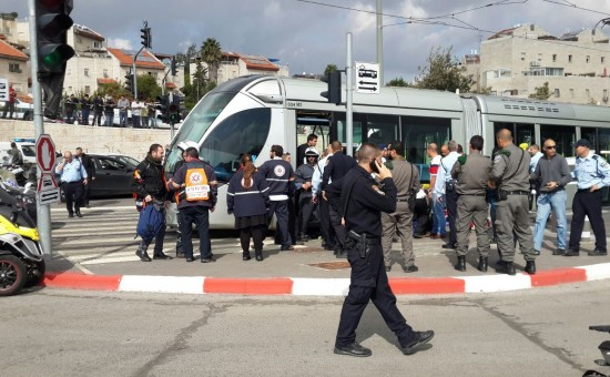 פיגוע דקירה ברכבת הקלה בירושלים