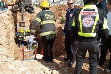 תיעוד: פועל בן 30 נפל לתעלה