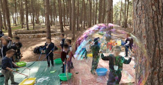 בלב יער: הילדים שיחקו בבלונים