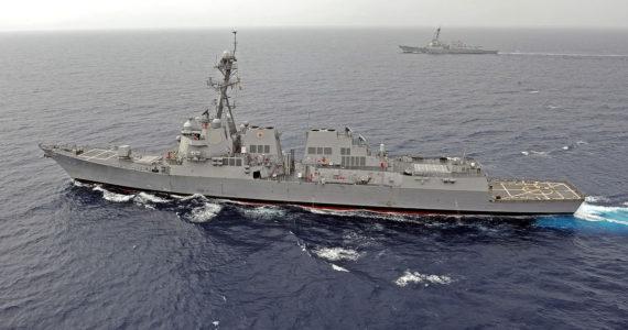 התגרות באומות: ארצות הברית שיגרה משחתת לסביבת אי מלאכותי של סין
