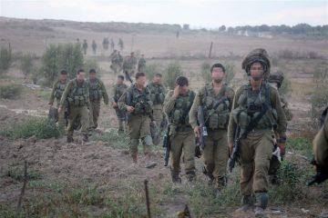 עשרות פלסטינים חצו את הגדר מעזה