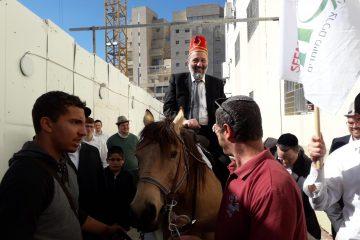 על הסוס: צפו בדרעי מגיע למסיבת פורים