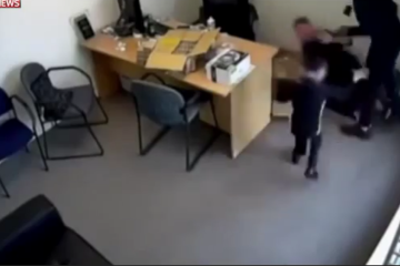 ויראלי: בת ה-6 שהבריחה את השודדים החמושים