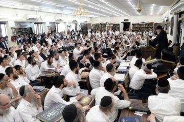 """ראש ישיבת 'עטרת ישראל' הגרב""""מ אזרחי בשיחת חיזוק לקראת מתן תורה בבני ברק"""