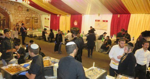 """האוכל הובא מירושלים למירון • הכנסת אורחים אוהל הרשב""""י"""