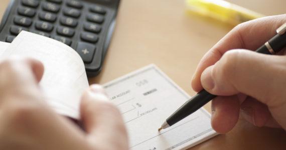 פנקס צ'קים או כרטיס אשראי: מהו אמצעי התשלום הבטוח ביותר?