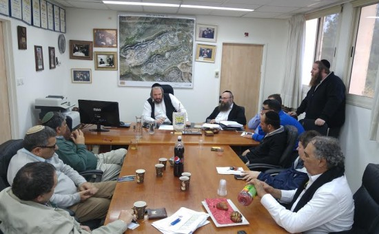 ראש עיריית ביתר עילית, מאיר רובינשטיין בפגישה עם נציגי חברת החשמל