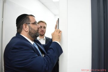 סגן ראש העיר קבע מזוזה בסטרטאפ החרדי