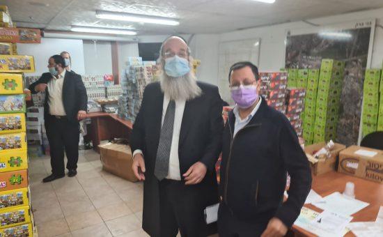ראש העיר בני ברק, אברהם רובינשטיין מסייע למבודדים