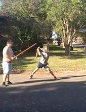 תקפה את השכן עם קרש והורשעה בדין