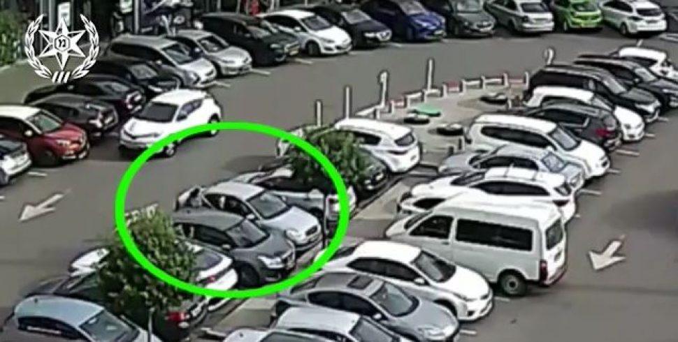 תיעוד: בעלת הרכב תפסה את הפורץ 'על חם'