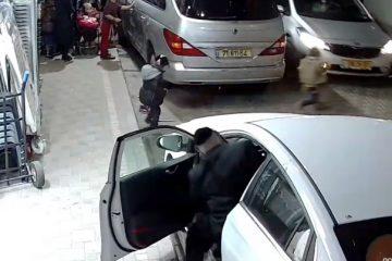 תיעוד קשה: פעוט חרדי קופץ אל גלגלי המכונית
