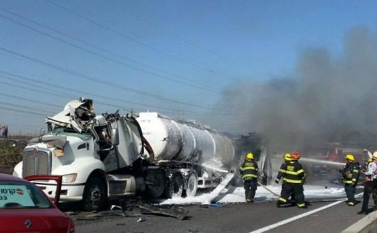 אילוסטרציה - משאית עולהה באש. צילום: חטיבת דובר המשטרה