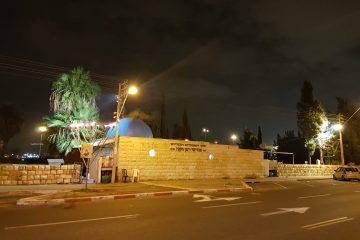 מנורת חנוכה בחזית ציון האמורא
