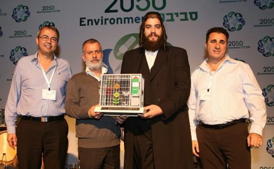 ראש עיריית אלעד ישראל פרוש ומנהל אגף הגנת הסביבה יצחק לוי |צילום: יוני רייף