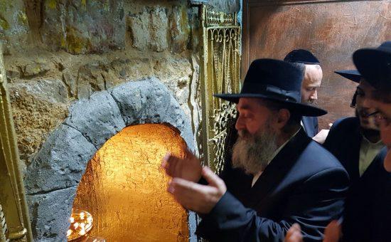 רבי יקותיאל אבוחצירא בקבר הרשבי
