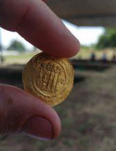 ילדה בת 10 מצאה מטבע זהב