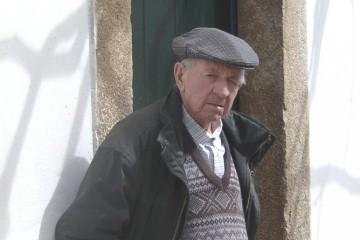 שוב: מטפל סיעודי תקף קשיש ונמלט