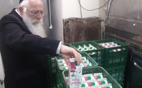 """חלב סויה במירון (צילום: שלוימי עליש - דוברות אהל הרשב""""י מירון)"""