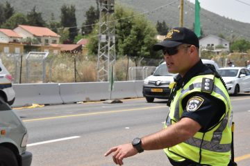 פתח תקווה: בן 52 תקף שוטרים