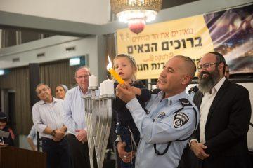 מאות בהדלקות נרות בפסגת הר הזיתים