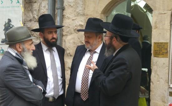 אפשטיין בבית הכנסת
