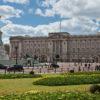 """דיווח בבריטניה: """"המלכה כמעט נורתה בחצר הארמון"""