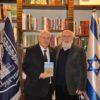 """בני גל העניק לנשיא ריבלין את ספרו """"איש חוצה ישראל"""""""