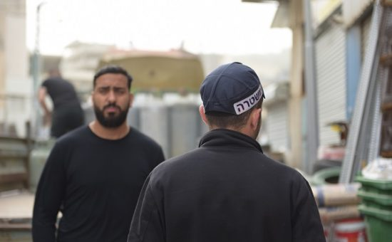 שוטרים במבצע אכיפה נגד גז פיראטי