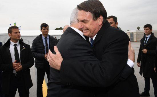"""ראש הממשלה בנימין נתניהו ורעייתו הגב׳ שרה נתניהו קיבלו את פניו של נשיא ברזיל ז׳איר בולסונארו במשמר כבוד בנתב״ג. צילום : חיים צח / לע""""מ"""